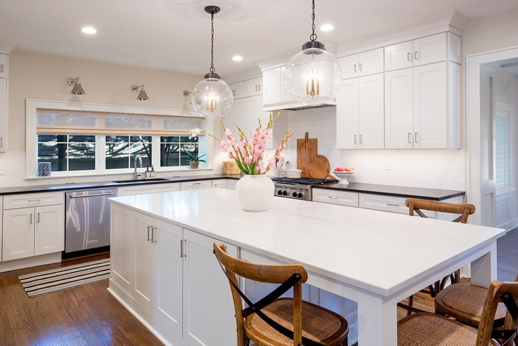 Backsplash ideas with a continuous upper line.